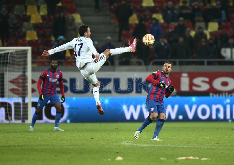 Steaua Bucarest contra Dinamo en el estadio de Ghencea Dínamo Kyiv imagenes de archivo