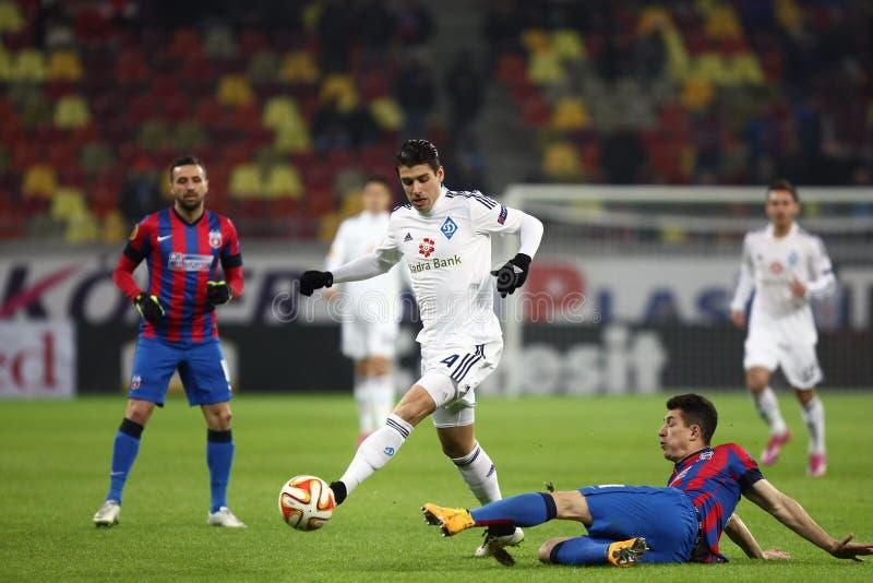 Steaua Bucarest contra Dinamo en el estadio de Ghencea Dínamo Kyiv foto de archivo