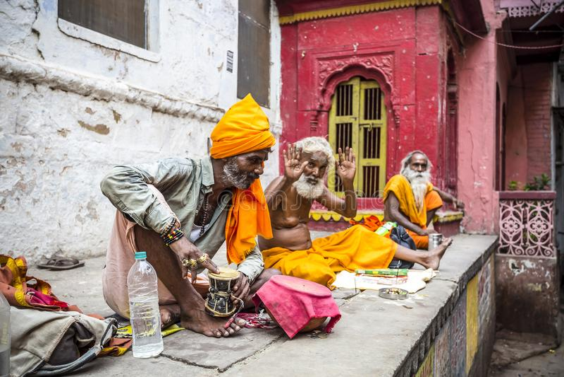 Stechpalmenmänner in Varanasi, Indien stockfotografie