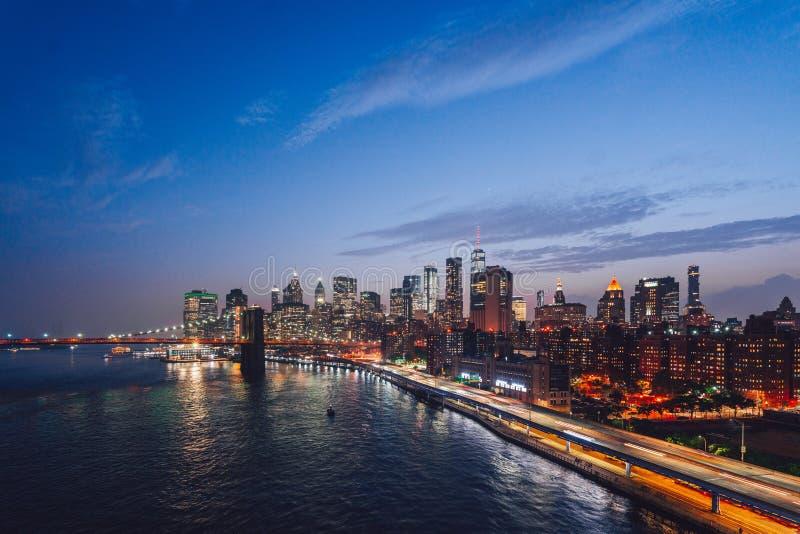 Stedelijk nachtlandschap in New York stock afbeeldingen