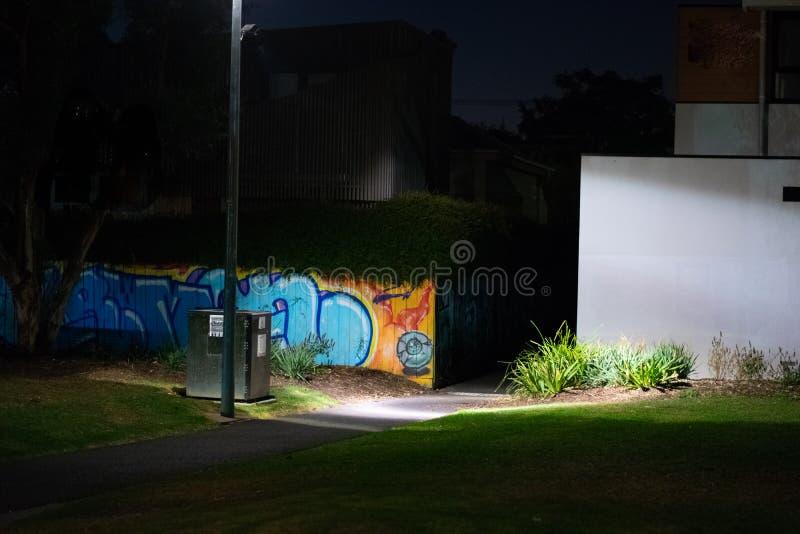 Stedelijk park bij nacht stock foto's