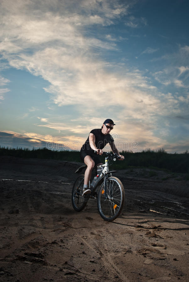 Stedelijke fietser stock fotografie
