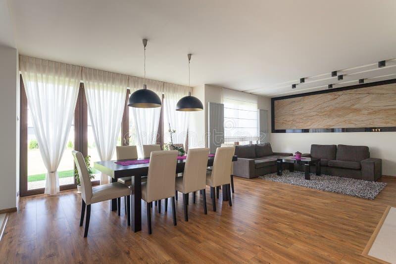 Stedelijke flat - woonkamer stock foto