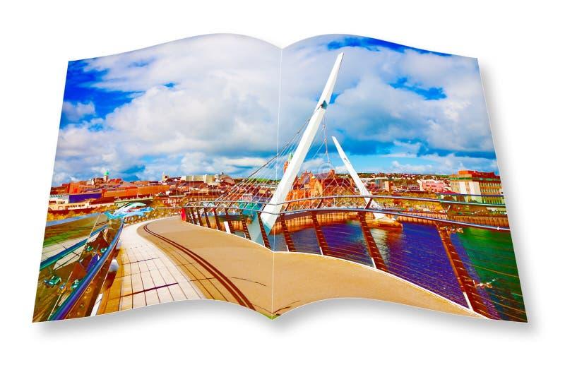 Stedelijke horizon van Derry-stad ook geroepen Londonderry met royalty-vrije illustratie