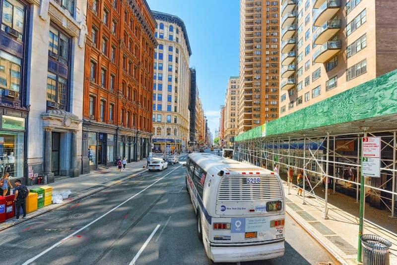 Stedelijke meningen van New York Straat, mensen en toeristen op het, auto royalty-vrije stock foto