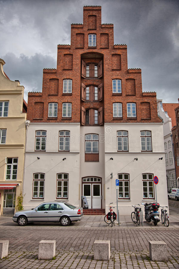 Stedelijke scène in de historische oude stad van Lübeck, Duitsland stock foto's