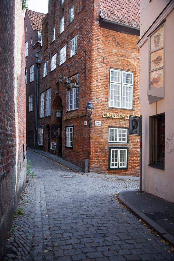 Stedelijke scène in de historische oude stad van Lübeck, Duitsland stock afbeeldingen