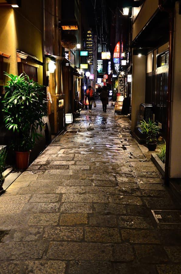 Steeg van bezige straat van de stad van Osaka, Japan royalty-vrije stock foto