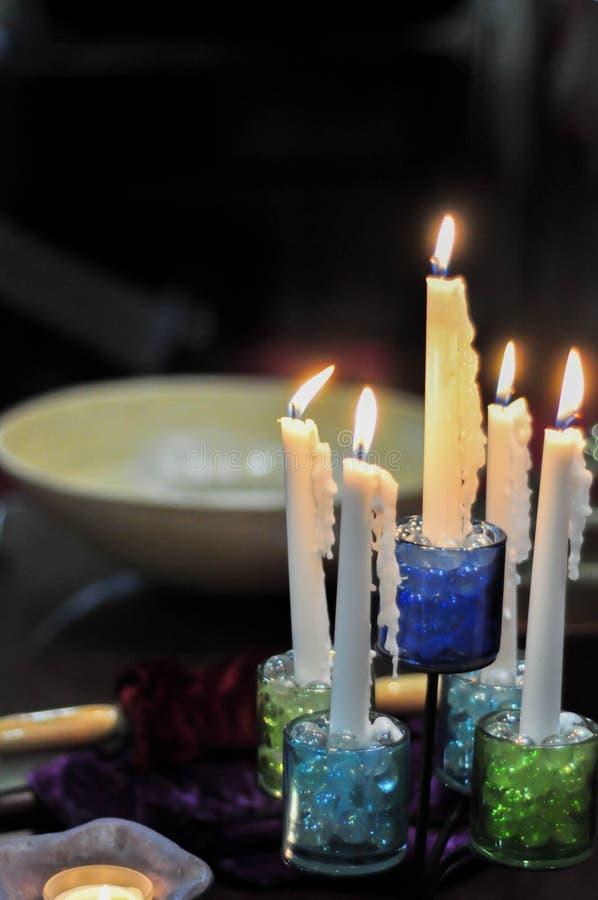 Steek de kaarsen aan royalty-vrije stock fotografie