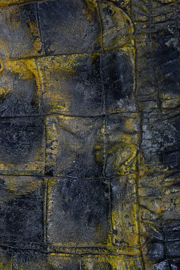 Steekproef uitstekende textuur van echte leer zwarte en gele kleur Materiaal van dierlijke oorsprong Close-up stock foto's