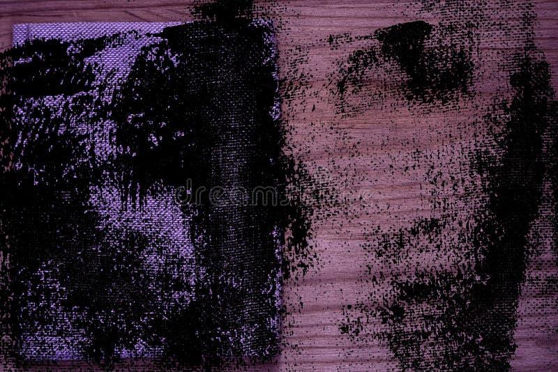 Steekproef van de Grunge de ultra purpere Prentbriefkaar, de oppervlakte van de linnenstof op houten lijst met vrije copyspace vo royalty-vrije stock afbeelding