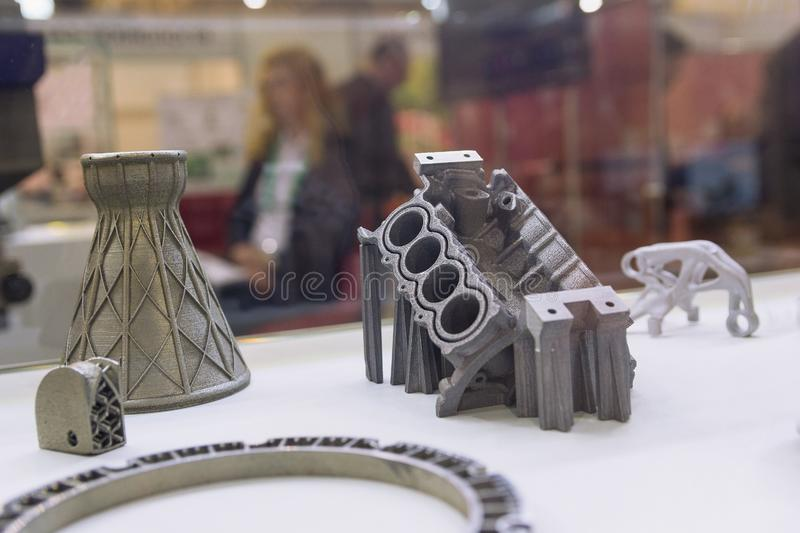 Steekproeven door een 3D printer van een metaalpoeder te drukken dat worden geproduceerd stock afbeeldingen