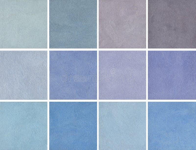 Steekproeven van blauwe kleur - Decoratief pleister, het met een laag bedekken - zijde stock afbeeldingen