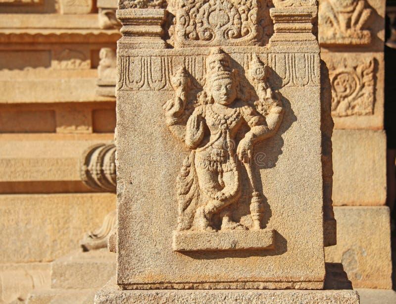 Steen bas-hulp op de muren in Tempels Hampi Snijdende steen a royalty-vrije stock foto