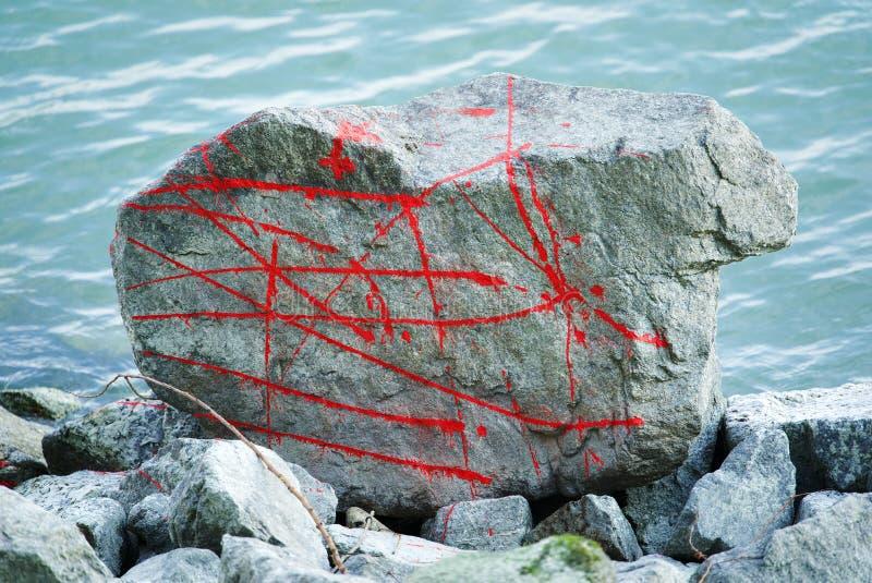 Steen en gekke rode lijnen royalty-vrije stock afbeeldingen