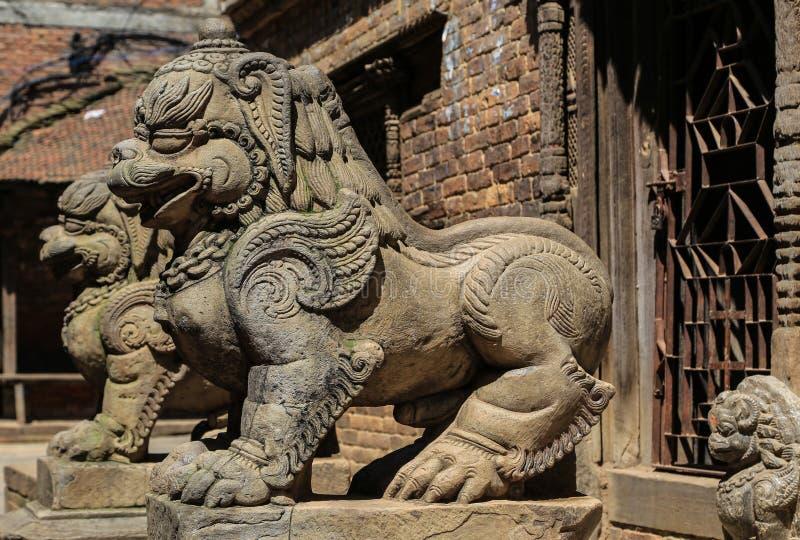 Steen het snijden in bhaktapur burbar vierkant, Nepal stock afbeelding