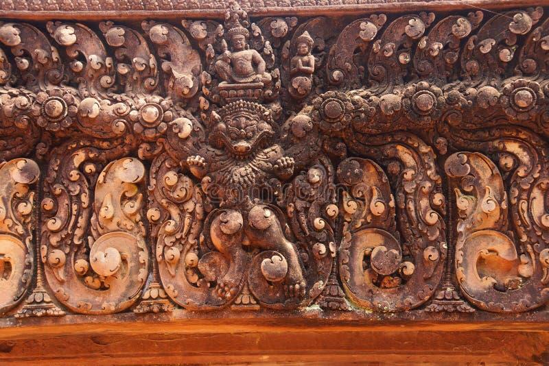 Steen het snijden op rood zandsteendeuropeningen royalty-vrije stock afbeelding
