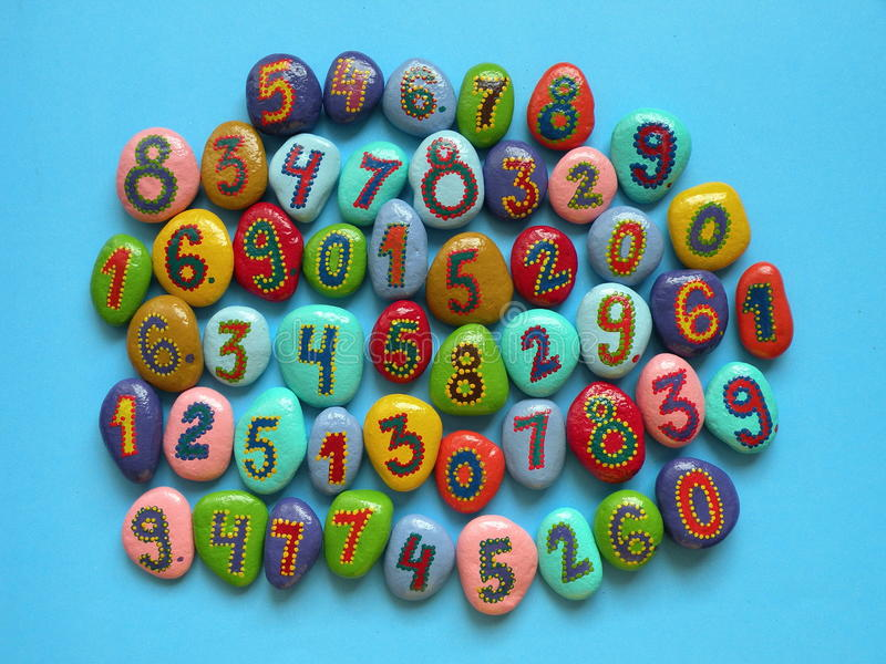 Steen met geschilderde aantallen royalty-vrije stock afbeeldingen