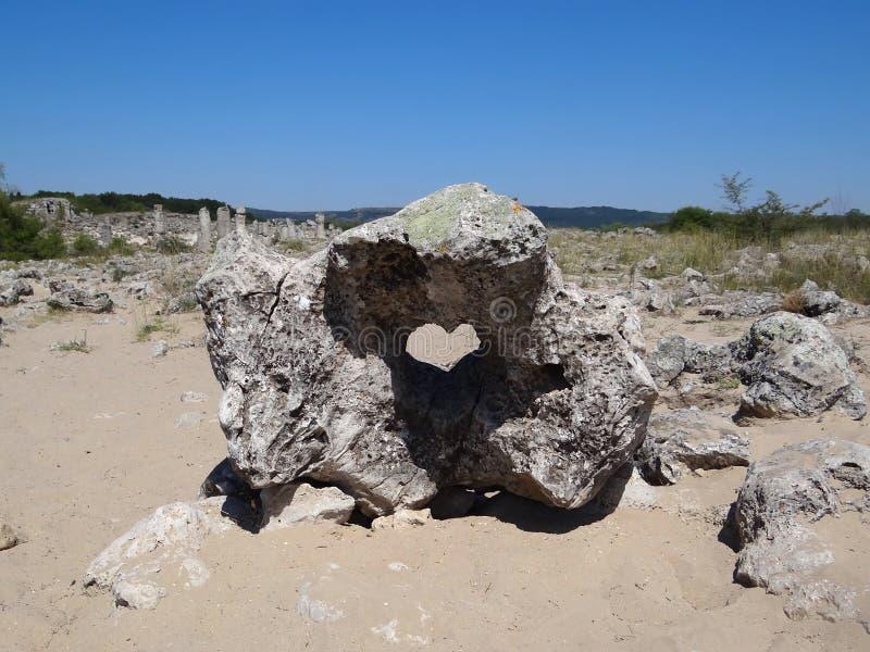 Steen met hartvorm stock afbeeldingen