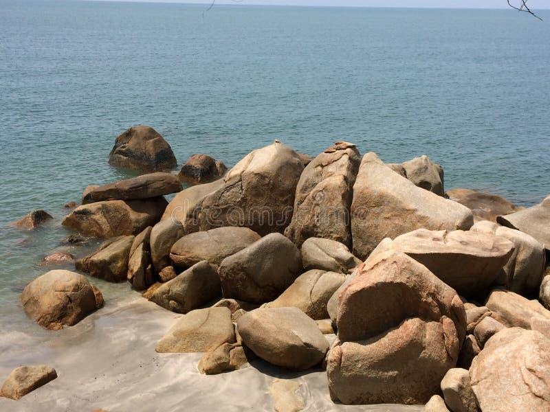 Steen met water Kuntan Maleisië stock afbeeldingen
