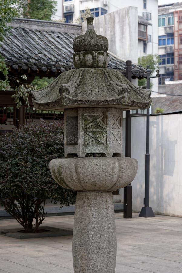 Steen snijdende straat een lamp-hoek van het park royalty-vrije stock foto