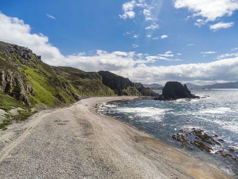 Steenachtig Strand in Ierland royalty-vrije stock afbeeldingen