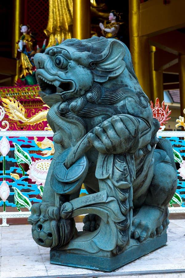 Steenbeeldhouwwerk van traditionele Aziatische culturen stock foto's