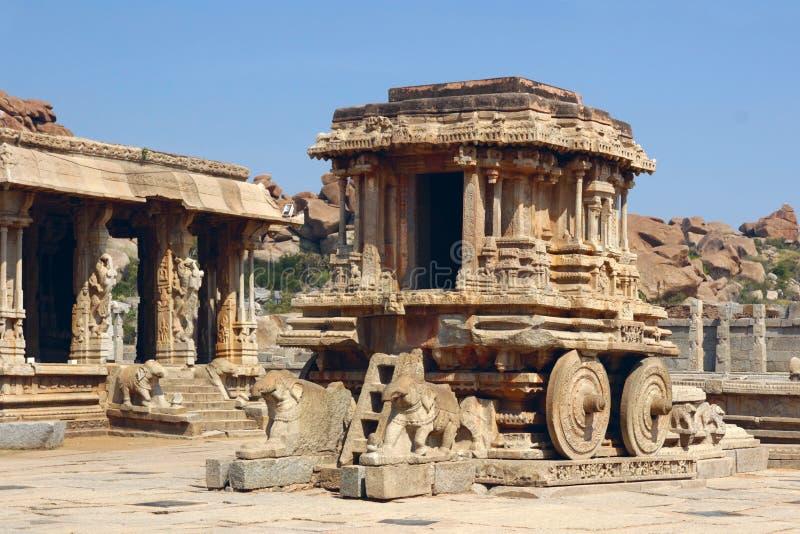Steenblokkenwagen in Vittala-Tempel, Hampi, India stock foto's