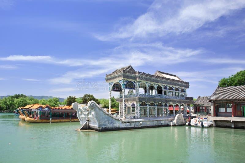 Steenboot bij Kunming-Meer, de Zomerpaleis, Peking, China stock afbeelding