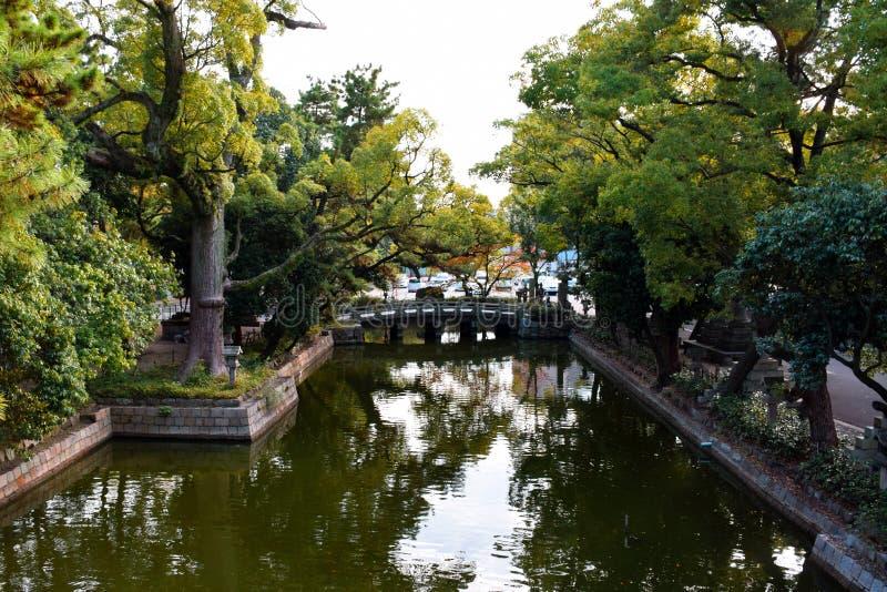 Steenbrug in het Heiligdom van Sumiyoshi Taisha, Osaka stock foto's