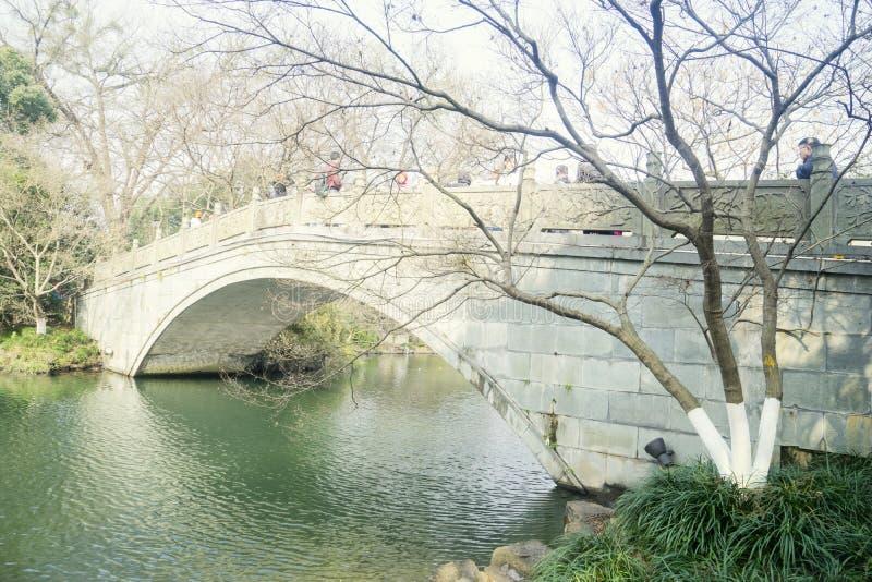 Steenbrug op het Westenmeer in Hangzhou royalty-vrije stock afbeelding