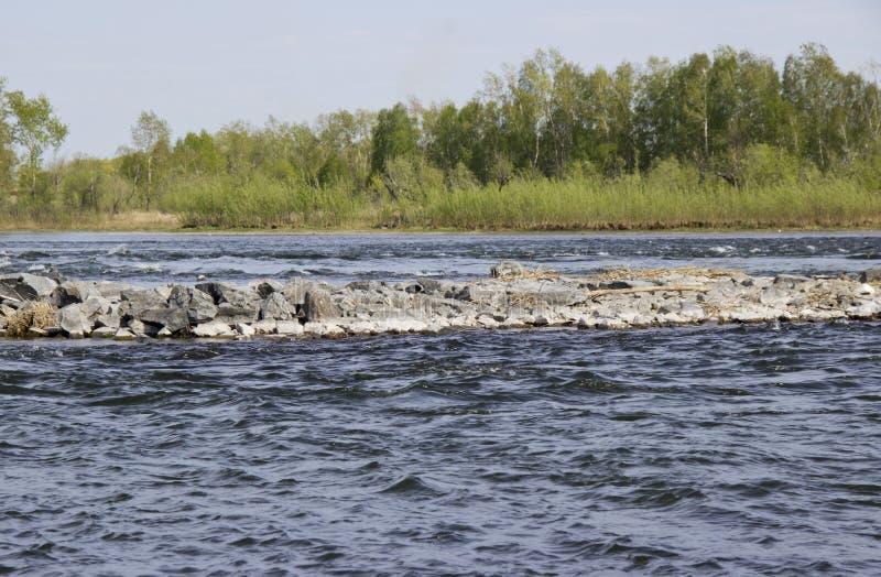 Steeneiland op de rivier royalty-vrije stock afbeeldingen