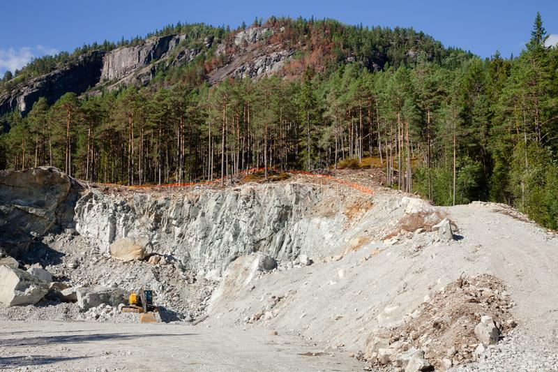 Steengroeve van de bouw de gezamenlijke mijnbouw in Noorwegen Scandinavië stock fotografie