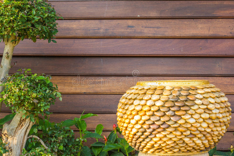 Steenkruik op houten achtergrond royalty-vrije stock fotografie