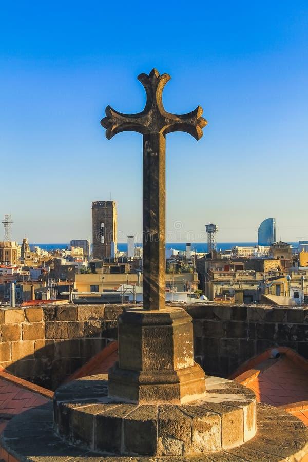 Steenkruis op het dak royalty-vrije stock afbeeldingen