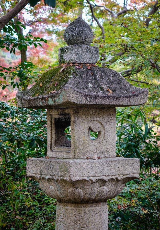 Steenlantaarn bij tempel in Kyoto, Japan royalty-vrije stock afbeelding