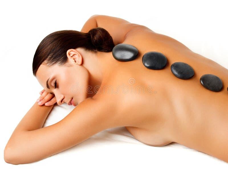 Steenmassage. Beautiful Woman Getting Spa Hete Stenenmassage royalty-vrije stock fotografie