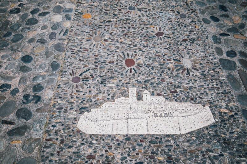 Steenmozaïek op vloer die oude stad St Paul de Vence, Frankrijk, Kooi D 'Azur illustreren royalty-vrije stock afbeelding
