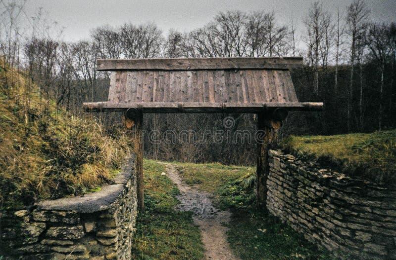 Steenmuren van oud kasteel stock foto