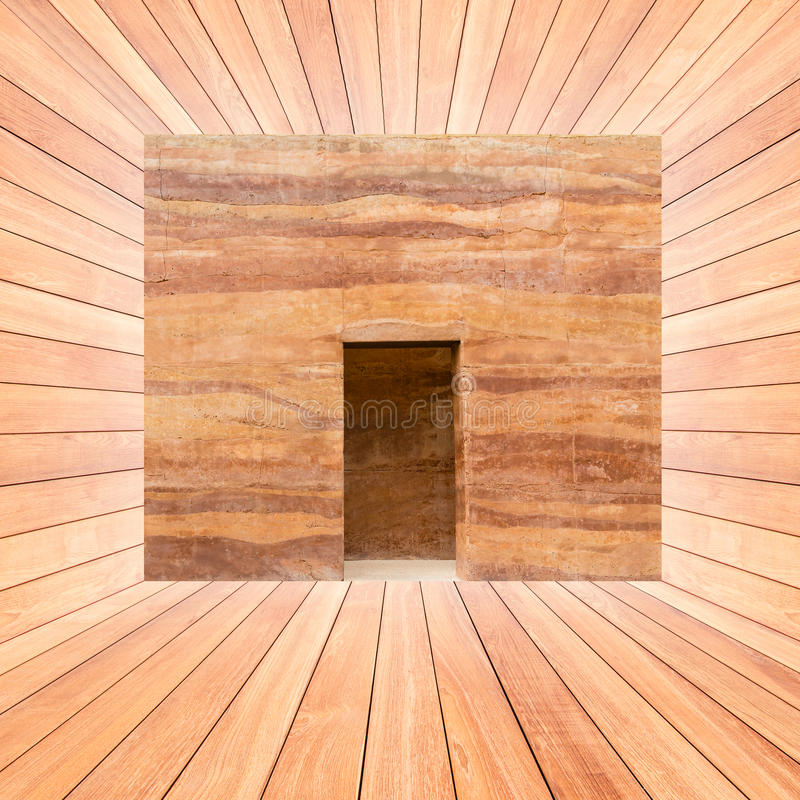 Steenmuur en deur in houten plankruimte royalty-vrije stock fotografie