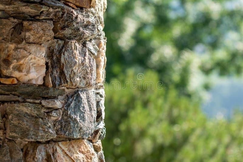 Steenmuur van een bergtoevluchtsoord stock fotografie