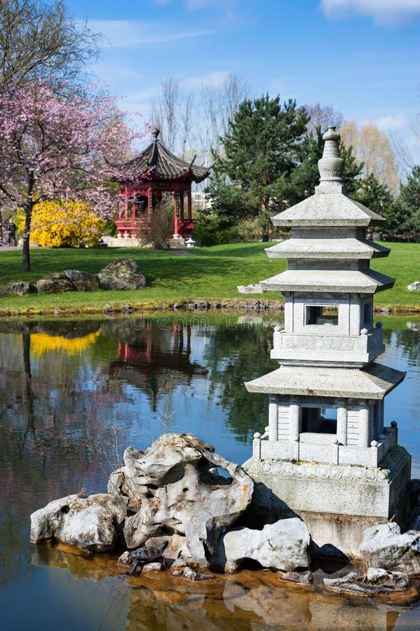 Steenpagode in Chinese tuin royalty-vrije stock afbeeldingen