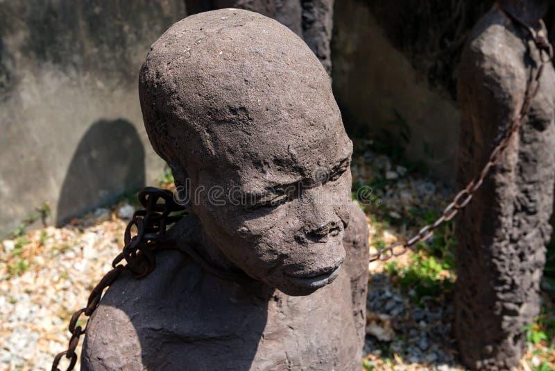 STEENstad, ZANZIBAR - JANUARI 9, 2015: Monument van slaven aan slachtoffers van de slavernij stock afbeeldingen