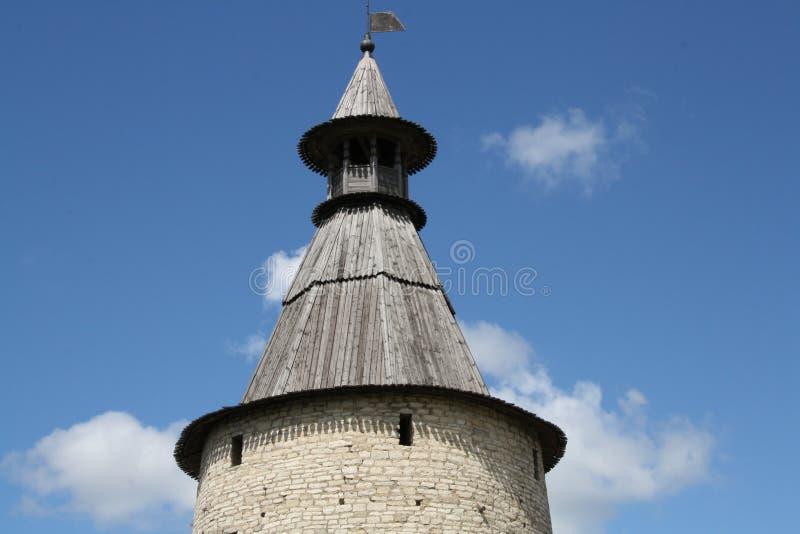 Steentoren van oude vesting Het Kremlin van Pskov, Rusland royalty-vrije stock afbeelding