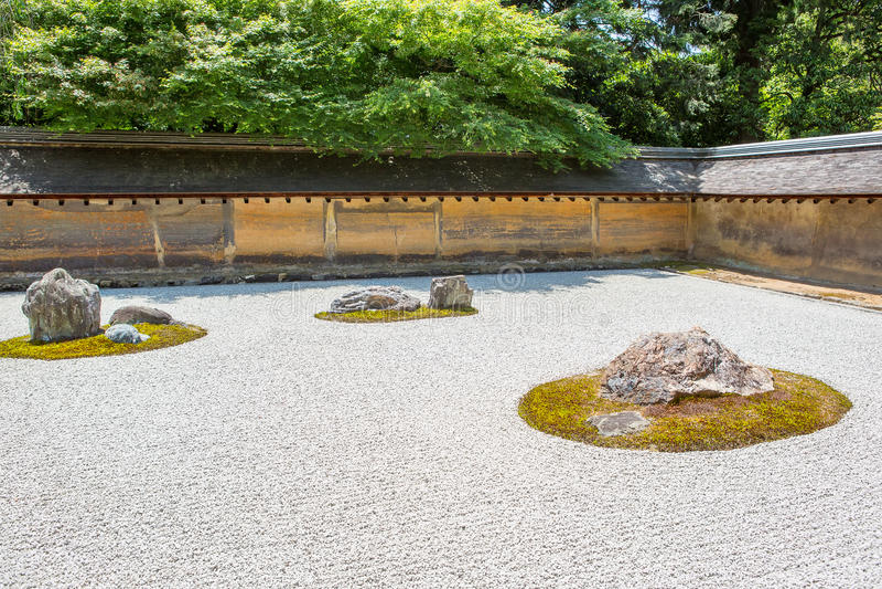 Steentuin van tempel Ryoan -ryoan-ji in Kyoto, Japan royalty-vrije stock fotografie
