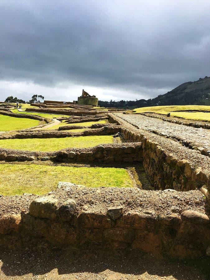Steenweg die tot El Castillo bij de Oude Ruïnes van Ingapirca, Ecuador leiden royalty-vrije stock foto's