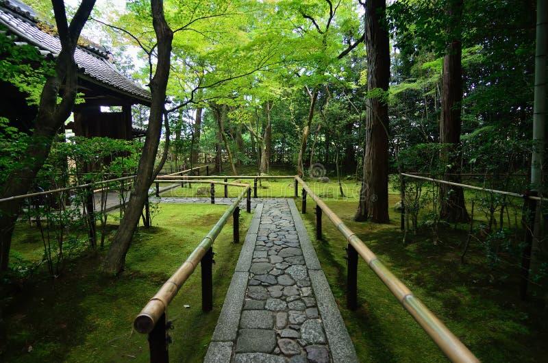 Steenweg van Japanse tuin, Kyoto Japan stock fotografie