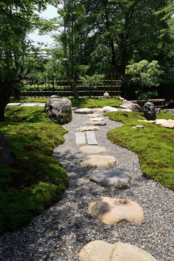 Steenweg van Rotstuin, Kyoto Japan stock afbeeldingen