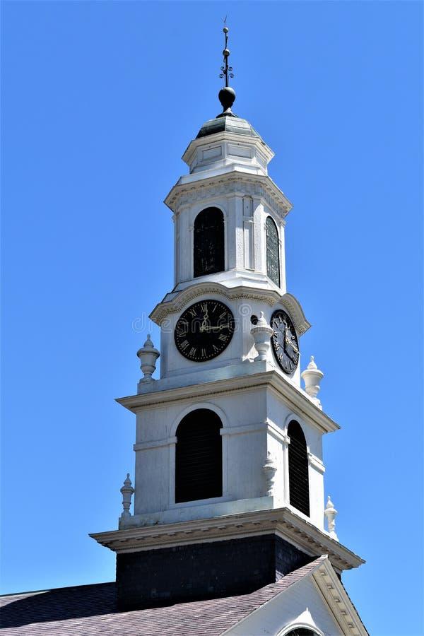 Steeple церков, расположенный в городке Peterborough, Hillsborough County, Нью-Гэмпшир, Соединенные Штаты стоковые фотографии rf