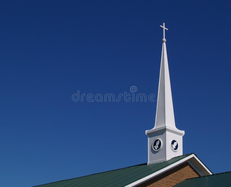 Steeple da igreja com mãos Praying imagens de stock